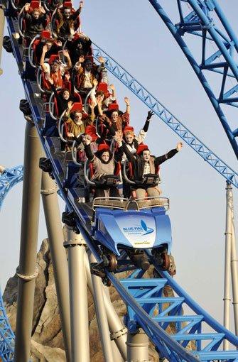 Nervenkitzel auf dem blue fire Megacoaster powerd by GAZPROM. Foto: GAZPROM