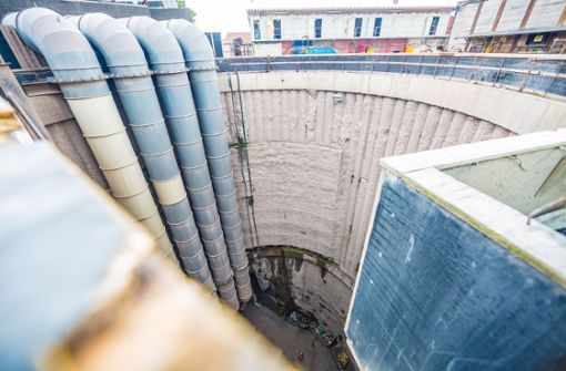 Der Blick in die etwa 35 Meter tiefe Tunnelbaustelle. Foto: Lichtgut/Julian Rettig