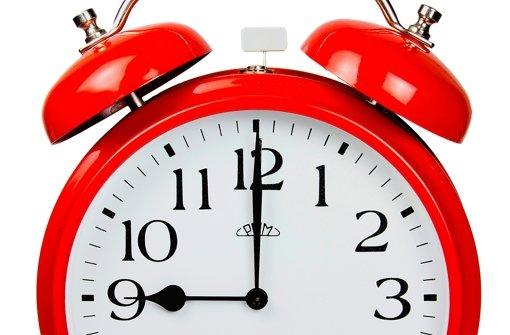 Der klassische Wecker klingelt morgens viele Deutsche aus dem Bett. Ob er auch am Sonntagmorgen nach der Zeitumstellung hilft?  Foto: Fabian Petzold/Fotolia