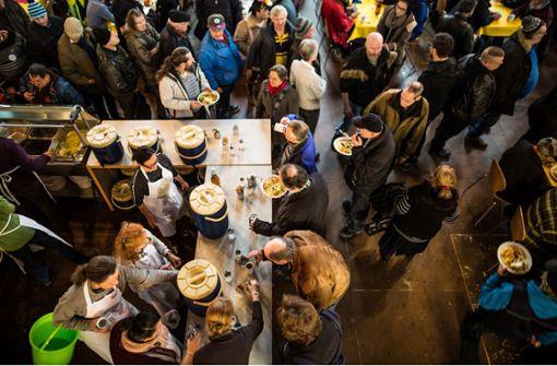 Rund 800 Essen werden inzwischen täglich in der Vesperkirche ausgegeben. Foto: Lichtgut