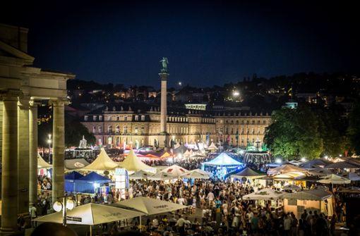 Blick vom kleinen Schlossplatz auf das Sommerfest im August dieses Jahres, das rund um Schlossplatz und Eckensee stattfindet.  Foto: Lichtgut/Julian Rettig