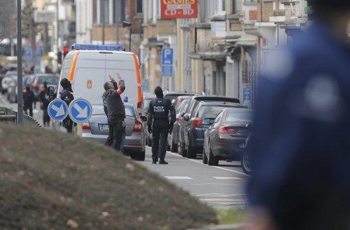 Bei einer Razzia der Polizei in Brüssel  am Freitag sind Schüsse und Explosionen zu hören. Foto: dpa