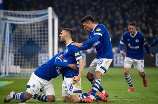 Schalke siegt nach Torwart-Tausch, Nürnberg verliert gegen Hertha