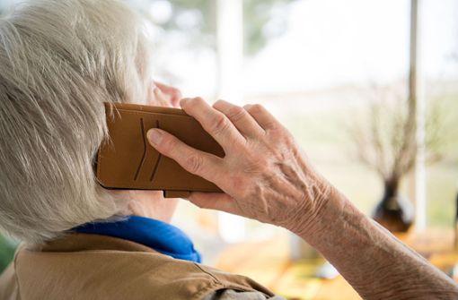 Erneut fällt Seniorin auf dreiste Betrüger herein