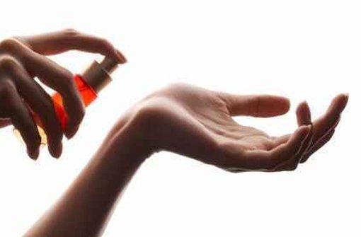 Deutsche Wissenschaftler haben ein Parfüm entwickelt, das Menschen bei der Partnersuche hilft. Foto: Fotolia