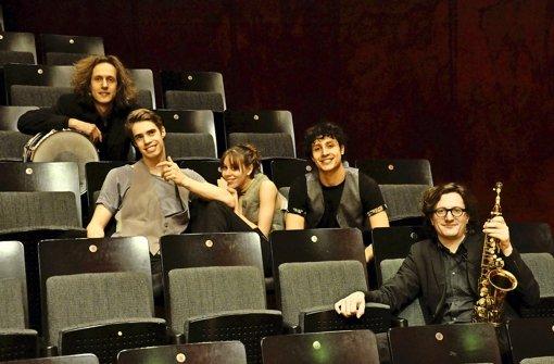 Ballett trifft Jazz: Magnus Mehl, Pablo von Sternenfels, Elisa Badenes, Jesse Fraser und Ferenc Mehl im Theaterhaus (von rechts) Foto: Veranstalter