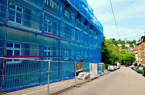 Bei der Sanierung der Böheimsiedlung muss auch Asbest entsorgt werden. Foto: Martin Stollberg