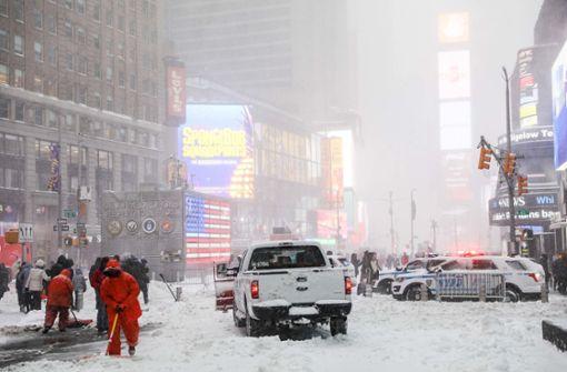 Stromausfälle und Flugausfälle nach Wintersturm