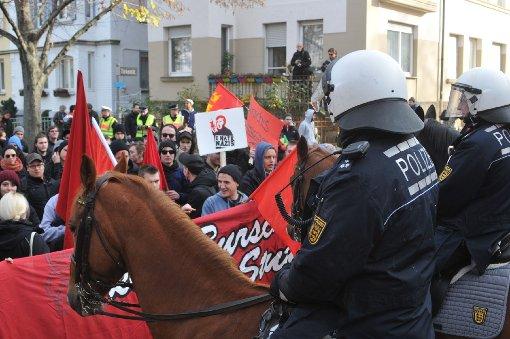 Rund 100 Demonstranten haben am Samstag mit Kundgebungen gegen das Treffen des Verbands der Burschenschaften in Stuttgart protestiert. Foto: www.7aktuell.de/