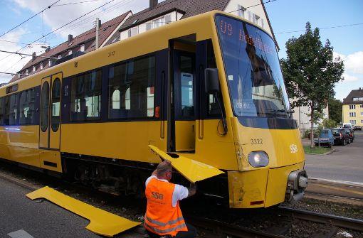 Transporter stößt mit Stadtbahn zusammen