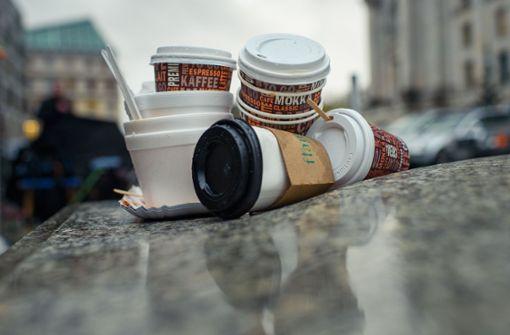 Auch ein verbot von Coffee-to-go-Bechern kann der Umweltminister nicht ausschließen. Foto: dpa