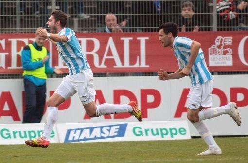 Im GaZi-Stadion kommen die Kickers gegen Schlusslicht SV Darmstadt 98 nicht über ein 1:1 hinaus. Torjäger Marco Grüttner (links) trifft in der 89. Minute zum Ausgleich. Foto: Pressefoto Baumann