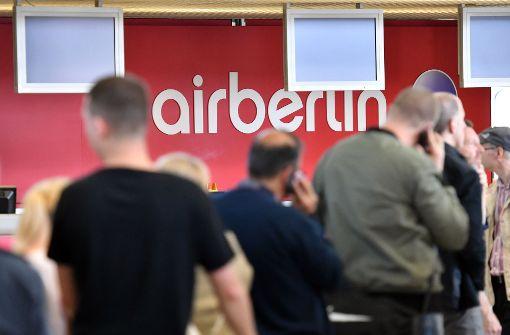 Die Unsicherheit an den Air-Berlin-Schaltern – hier am Flughafen Berlin-Tegel – hält an. Foto: dpa