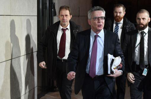 Innenminister Thomas de Maiziere kommt am Morgen in die SPD-Zentrale. Foto: AFP