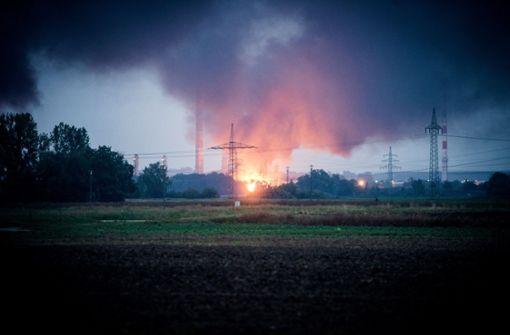 Das Feuer hat starken Rauch entwickelt. Foto: dpa