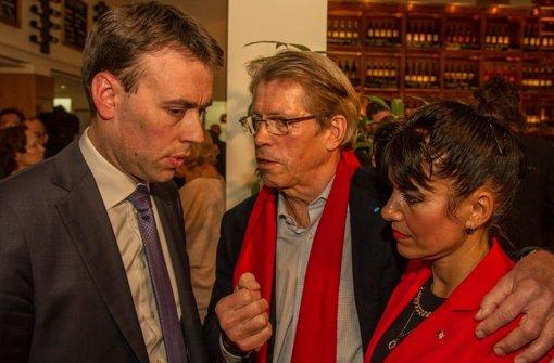 Abgekämpft und enttäuscht: Nils Schmid, Rolf Gaßmann und Marcela Quintana de Koehler in der Alten Kanzlei Foto: Lichtgut/Julian Retig