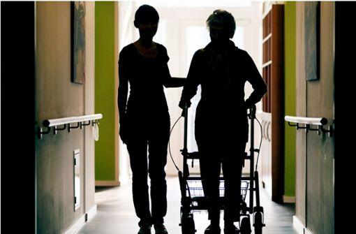 In der Pflege wird mehr Personal benötigt (Symbolbild). Foto: dpa