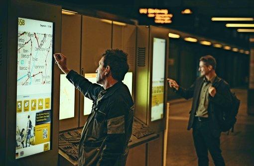 Großflächige Touchscreens sollen die Fahrgäste noch schneller und aktueller informieren. Foto: Lichtgut/Leif Piechowski