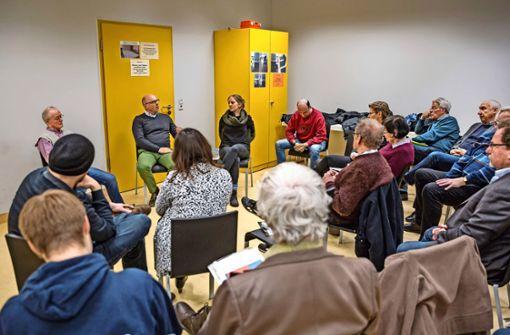 Die Genossen in Stuttgart-Vaihingen haben großen Diskussionsbedarf. Foto: Lichtgut/Julian Rettig