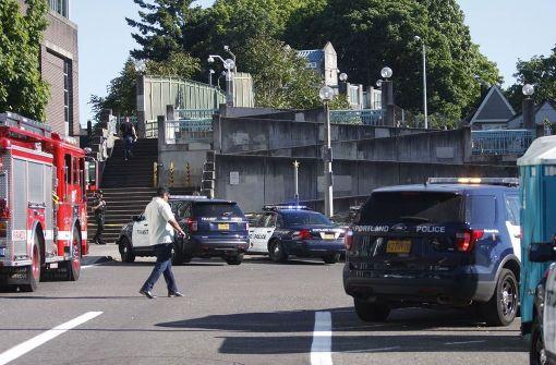 Mann tötet zwei couragierte Helfer im Zug