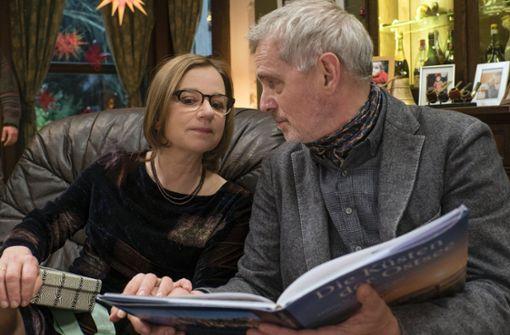 Paulines Mutter Wanda (Lena Stolze) und ihr Vater Birger (Hans-Uwe Bauer). Foto: ARD Degeto/Christian Lüdeke