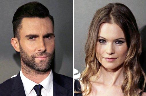 Maroon 5-Sänger und Model sagen Ja