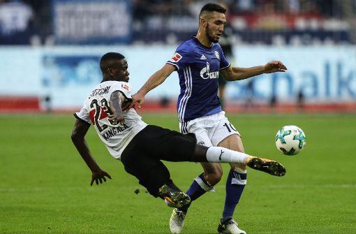 Er verursachte den Elfmeter für Schalke gleich zu Beginn: Orel Mangala. Lesen Sie in unserer Bilderstrecke, wie wir die Leistung der Spieler des VfB Stuttgart bewertet haben. Foto: Bongarts