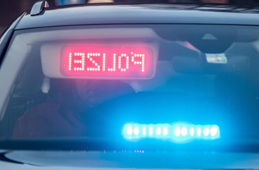 Mann verliert Drogen auf der Rückbank eines Polizeiwagens