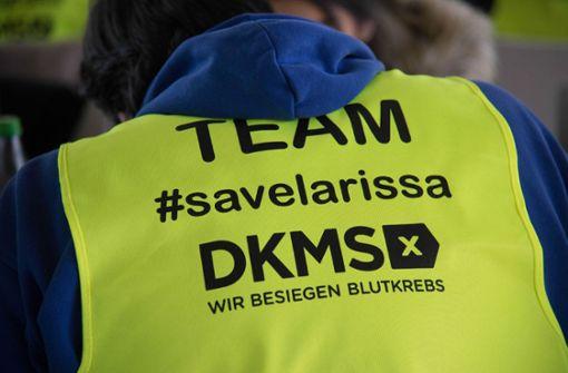 Bei der Typisierung für Larissa im Gazi-Stadion in Stuttgart-Degerlch schauen hunderte Menschen vorbei, die helfen wollen. Foto: