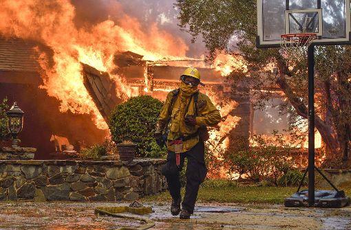 Kalifornien kämpft gegen die Flammen