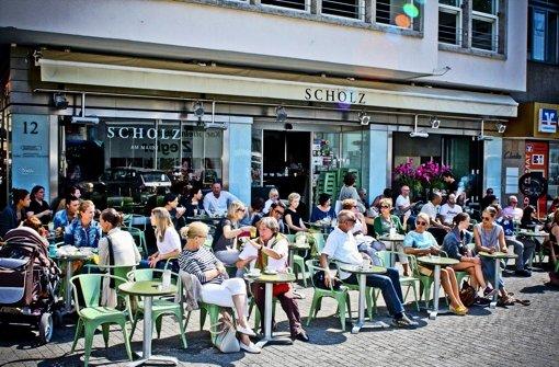 Bald Vergangenheit: Im Café Scholz ließ sich im Sommer auf dem Marktplatz die Sonne genießen. Foto: Stefan Klein