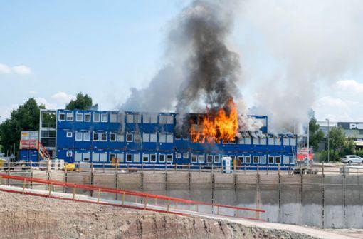 Container auf Salutas-Gelände brennen