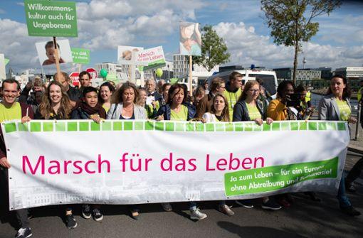 Tausende Abtreibungsgegner gehen auf die Straße