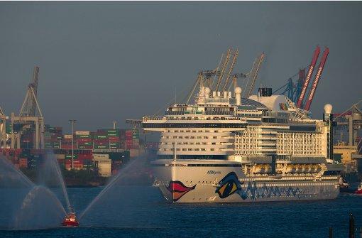 Neuer Kreuzfahrtdampfer erreicht Hamburg