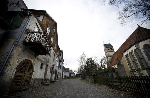 Auch die Gebäude an der Hauptstraße 6 und 8 (links) wechseln den Besitzer. Foto: Max Kovalenko