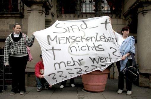 Bürger-Protest vor dem Rathaus