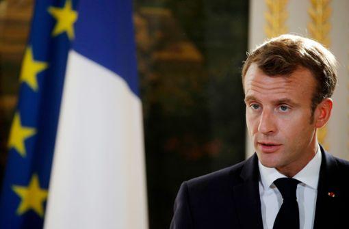 Emmanuel Macron bildet sein Kabinett um