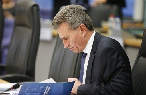 """Der frühere Ministerpräsident und heutige EU-Kommissar Günther Oettinger  hat sich für die """"Ahnengalerie"""" der Villa Reitzenstein  porträtieren lassen – so wie alle seine Vorgänger. Foto: EPA"""