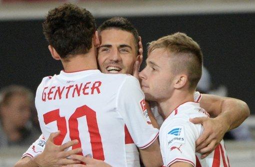 Jubel über das erste Tor gegen Nürnberg. Wie die Profis des VfB Stuttgart einzeln gespielt haben, erfahren Sie in unserer Bildergalerie. Klicken Sie sich durch die Noten für die Roten. Foto: dpa