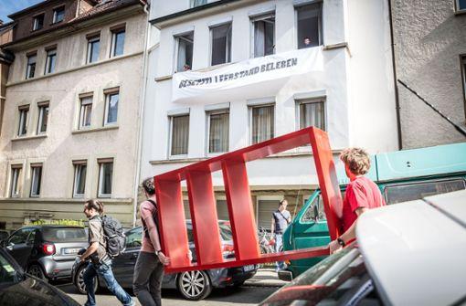 Das Bild zeigt die Besetzung der Wohnungen in Heslach. Foto: Lichtgut/Julian Rettig