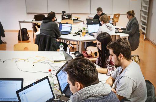 IT an den Schulen gibt es schon, eine einheitliche digitale Bildungsplattform nicht. Foto: Lichtgut/ Zweygarth