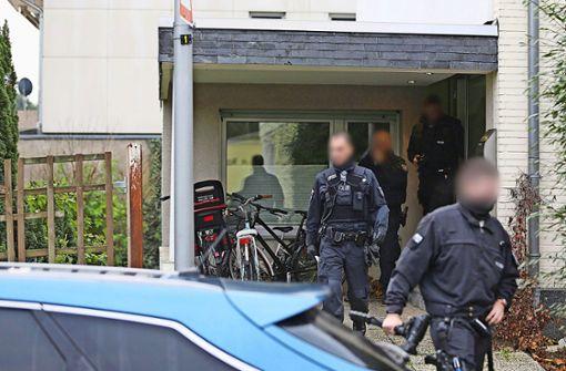 Bei einer Razzia in Nordrhein-Westfalen sind am Mittwoch zahlreiche Verdächtige festgenommen worden. Foto: dpa