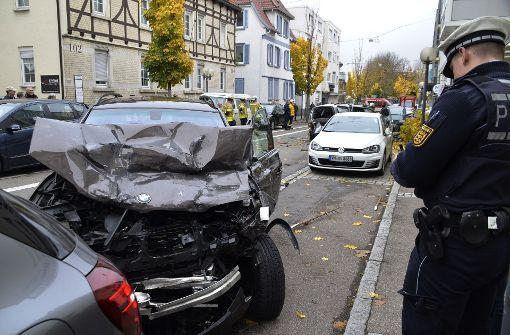 fellbach suv fahrer verursacht crash mit zehn autos. Black Bedroom Furniture Sets. Home Design Ideas