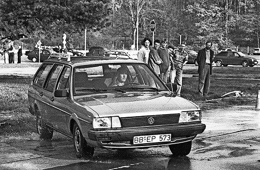 Eine Übungsfahrt im Schonraum für Führerschein-Aspiranten Anfang der 1990er Jahre Foto: Kraufmann