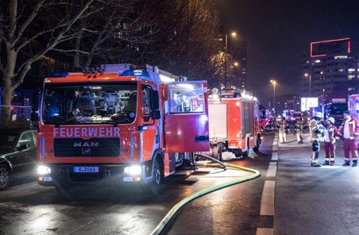 Brand in Hochhaus - Menschen eingeschlossen