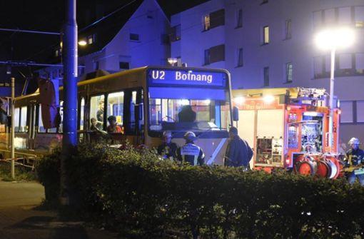 Die Fahrerin übersah am Freitagabend gegen 20 Uhr beim Einbiegen an der Schmiedener Straße/Ecke Pillauer Straße die stadteinwärts fahrende Bahn der Linie 2. Foto: 7aktuell.de/Frank Herlinger