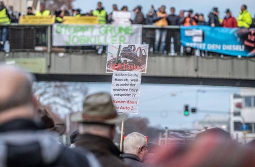 Hunderte versammeln sich am Neckartor