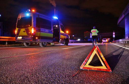 Warum der junge Mann in der Nacht zu Fuß auf der B10 lief, ist derzeit Bestandteil der Ermittlungen. Foto: 7aktuell.de/ Lermer