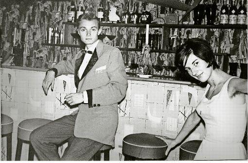 An der Theke im Young People Club Anfang der 1960er im Keller der Neckarstraße 77. Foto: Dieter Bühl/Copyright: Rolf Sperlich