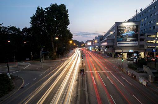 Am Neckartor könnte das Euro-5-Diesel-Fahrverbot bereits von Oktober 2019 an gelten. Foto: dpa